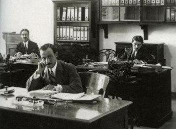 1927 Περικόπτονται οι μισθοί των δημοσίων υπαλλήλων