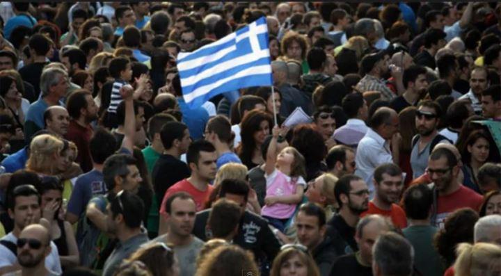 κοριτσακι ελληνακι με σημαια
